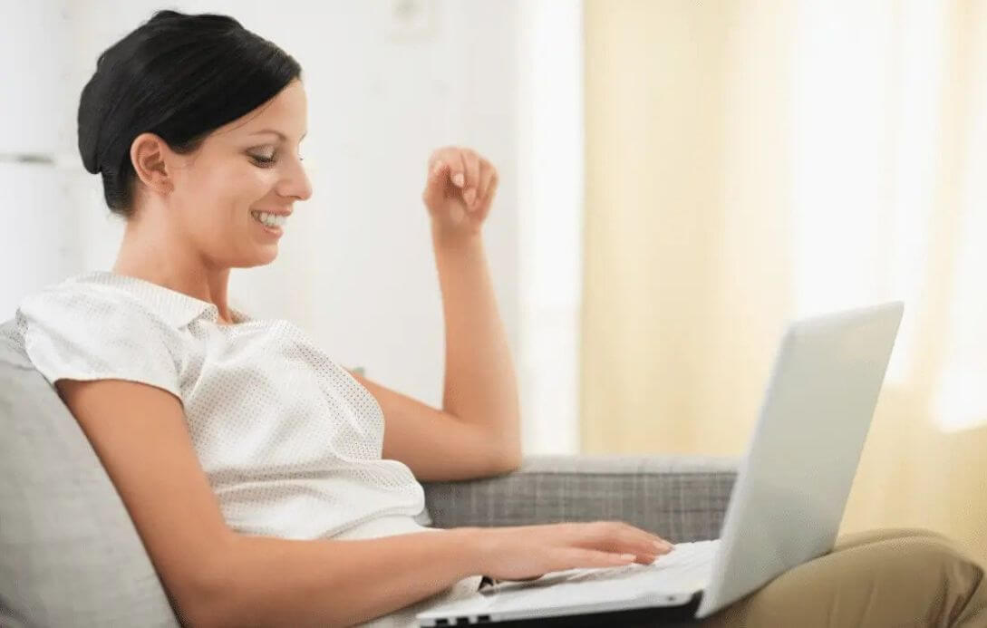 growing online businesses - woman smiling at laptop