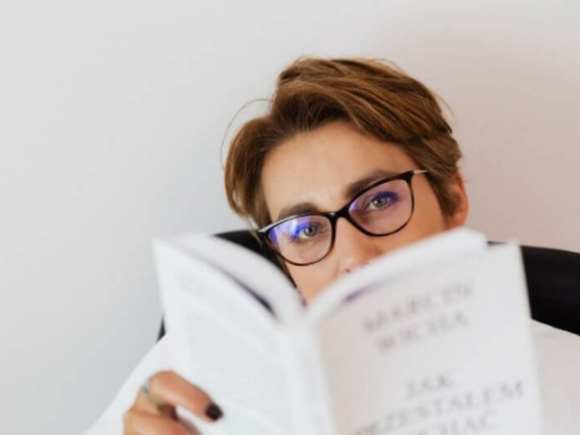storytelling for business woman reading book